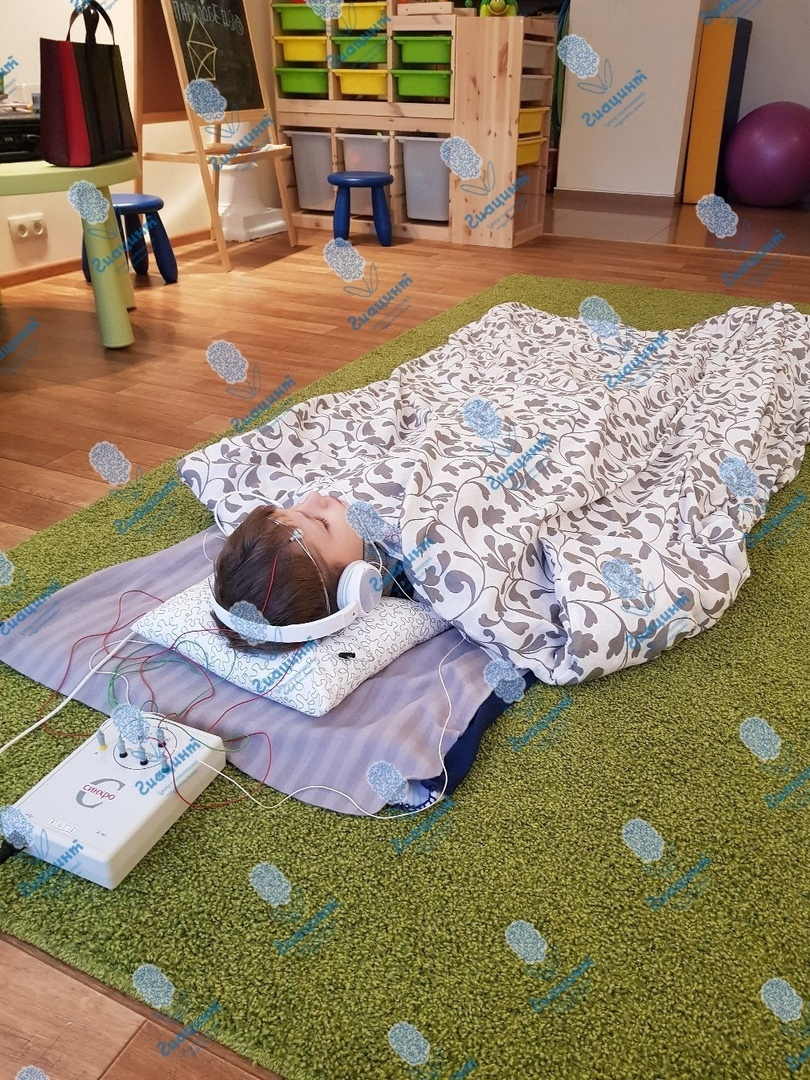Биоакустическая коррекция с применением утяжеленного одеяла.